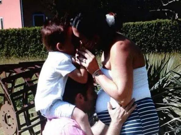 Giovanna, il marito e uno dei due figli (Foto Facebook)