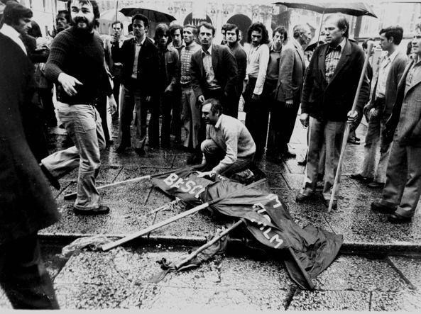 Piazza Loggia dopo la strage del 28 maggio 1974
