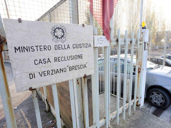 Sesso tra agenti e detenuti in carcere: inchiesta a Brescia