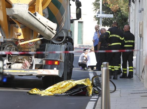 Brescia, donna in bicicletta uccisa da una betoniera