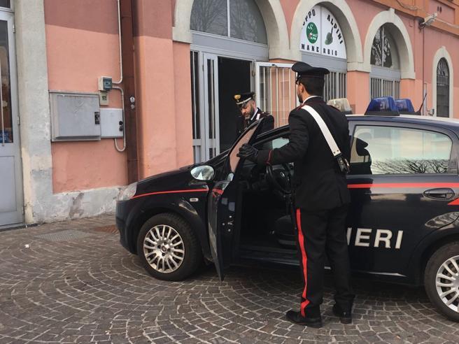 Clandestino senza biglietto aggredisce carabiniere for Questura di brescia permesso di soggiorno online