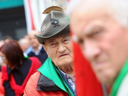 Le celebrazioni del 25 aprile in piazza Loggia nel segno dell'unità (LaPresse/Campanelli)
