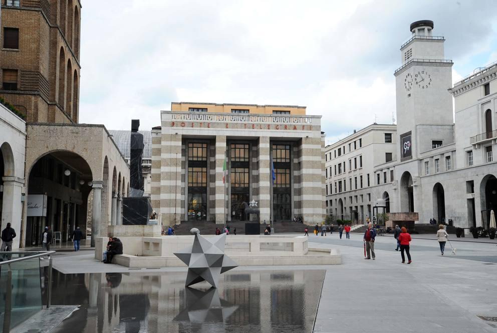 Paladino arriva il sostituto del bigio in piazza vittoria for Lista permesso di soggiorno brescia maggio 2017