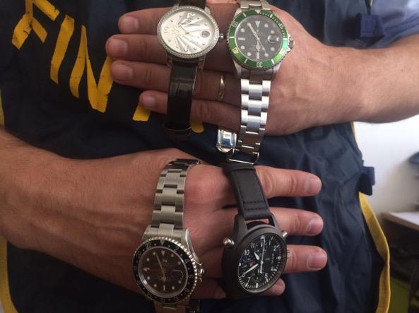 Alcuni degli orologi sequestrati