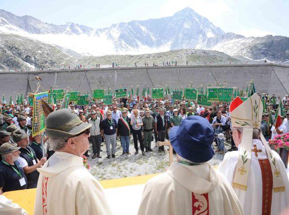 Il pellegrinaggio annuale degli alpini in Adamello per commemorare la Grande Guerra