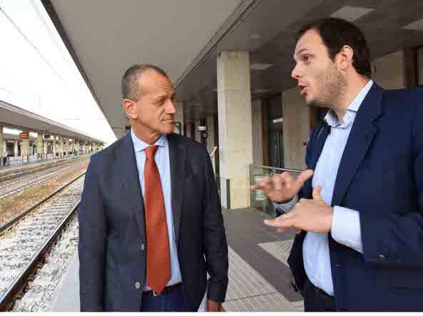 Girelli e Manzoni in stazione (Cavicchi/Lapresse)