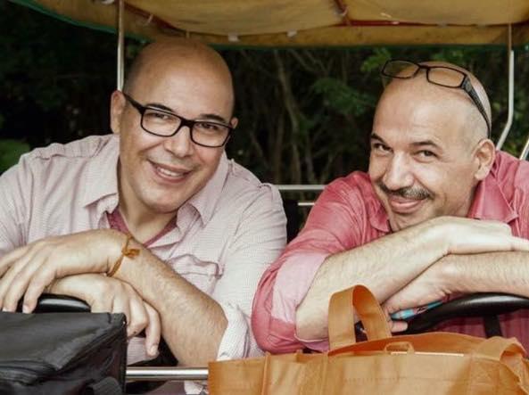 Da sinistra Giuseppe Cazzago e il fratello Gianpietro, chitarrista, spentosi un anno fa