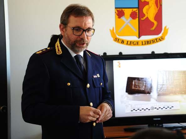 Hashish e marijuana in un pacchetto di sigarette, denunciato pusher romeno