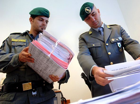 Bari, nove arresti e 18 indagati per fatture false