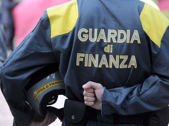 Fatture false per 12 milioni di euro: denunciati 10 imprenditori lombardi