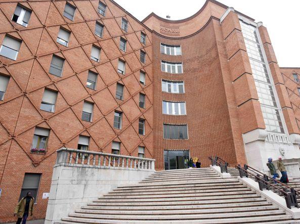 Febbre alta e dolori, 22enne muore a Brescia: sospetta meningite