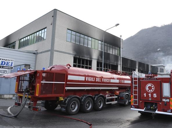Incendio a Lumezzane, azienda va a fuoco: gli ultimi aggiornamenti