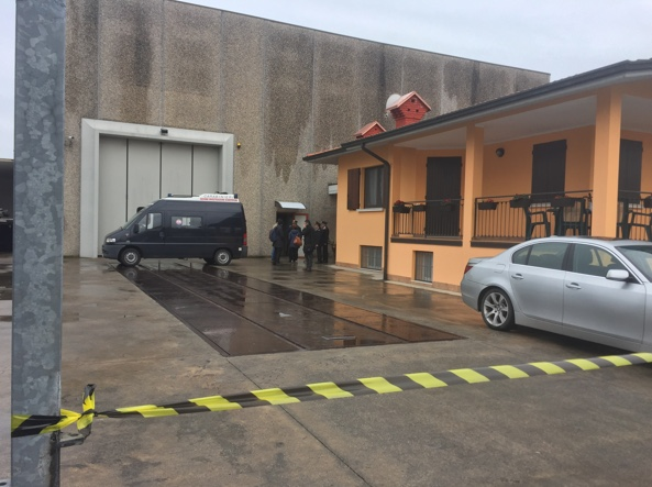 Cadavere in un capannone a Brescia: è omicidio